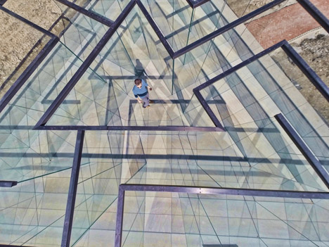 Glass maze image from overhead.